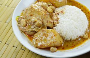 Photo d'un poulet au curry et noix de coco