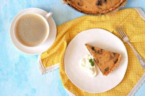 Photo d'une tarte de potiron aux pruneaux